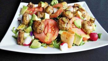 Salata cu ciuperci si avocado