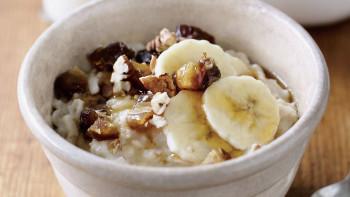 Terci de ovaz cu banane si nuci (Porridge)